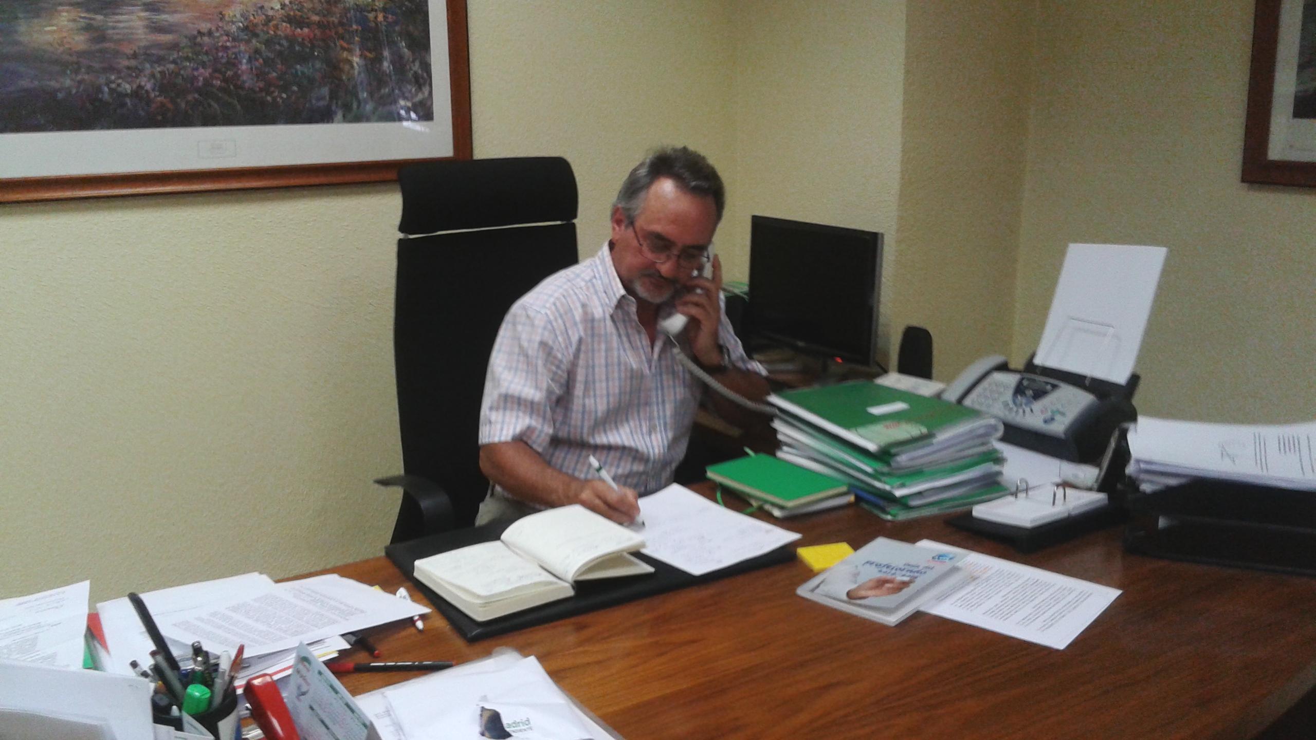 El presidente de ANPE-Madrid se dirige a la consejera de Educación.